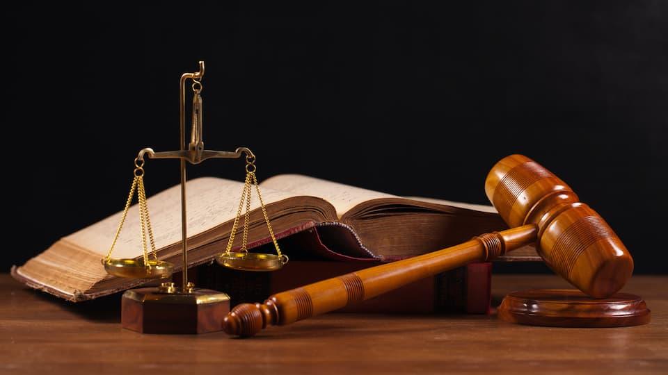Törvény és jog